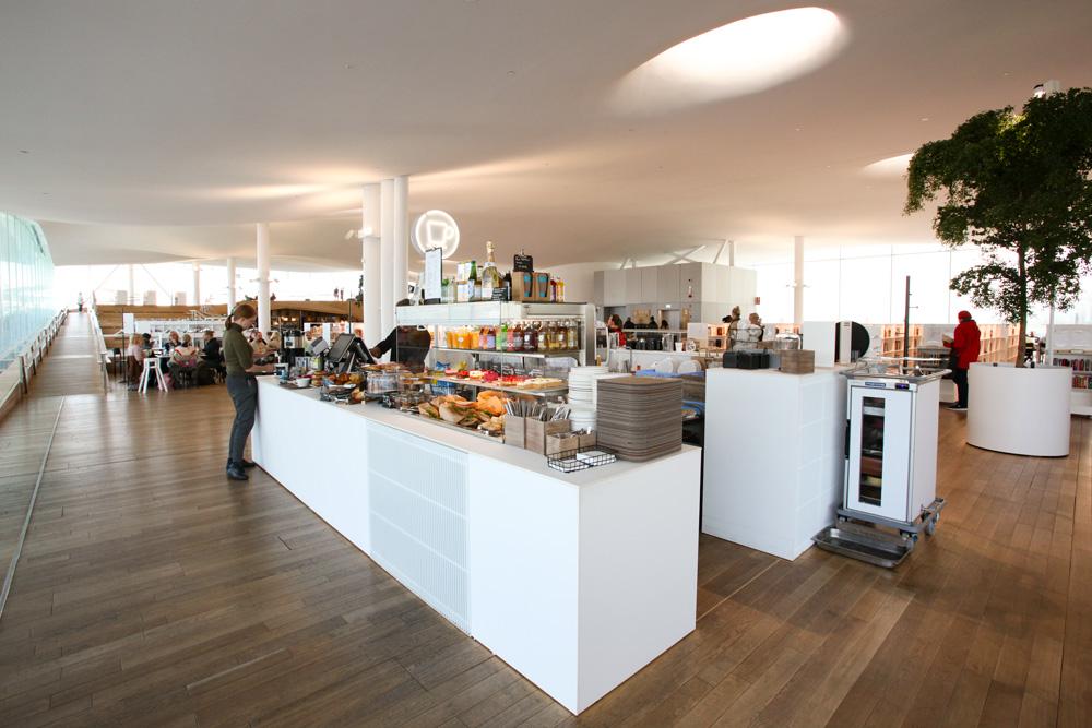 Keskustakirjasto Oodi. Kolmannen kerroksen kahvila