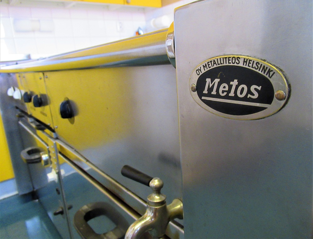 Metos-liesi Tamminiemen museon keittiössä lähikuva