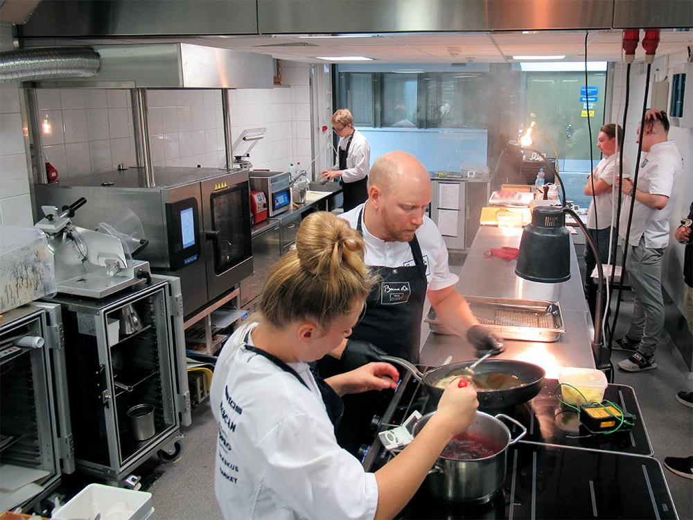 Suomen Bocuse d'Or -joukkue harjoittelee Roihuvuoressa