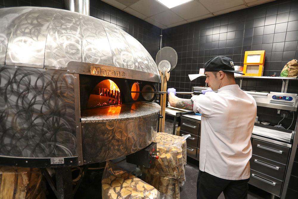 Metos Marana Forni -pizzauuni. Marana on AVPN-luokiteltujen pizzauunien suurin valmistaja.