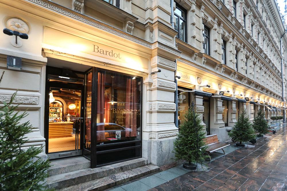 Ravintola Bardot Helsinki, sisäänkäynti, kuva ulkoa Kluuvikadulta