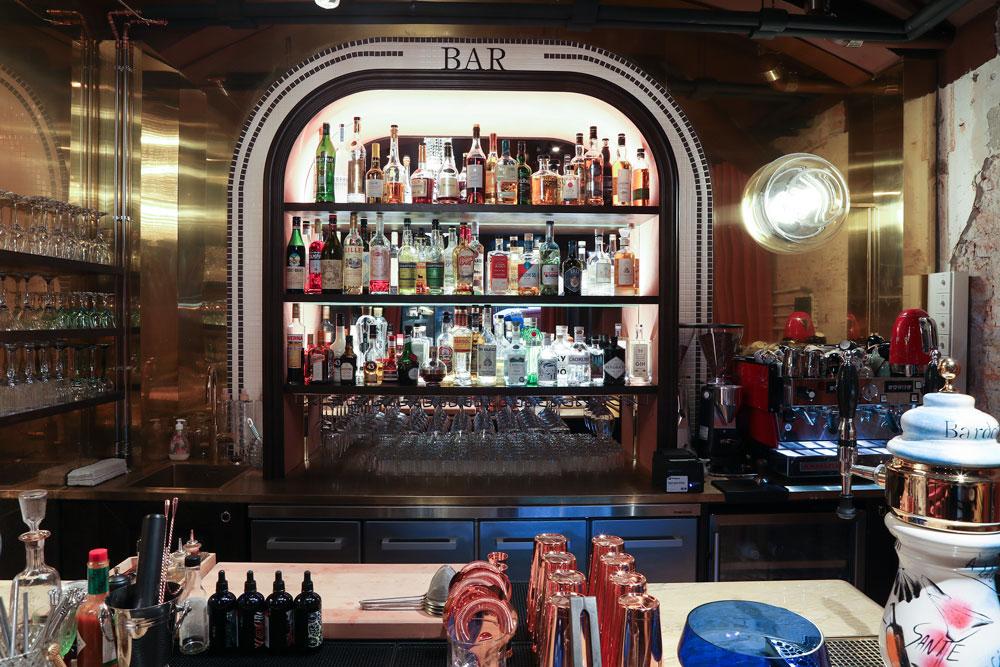 Ravintola Bardot Helsinki lähikuva drikkibaarista