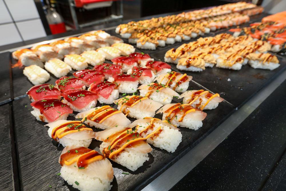 Itsudemon värikäs sushibuffetti