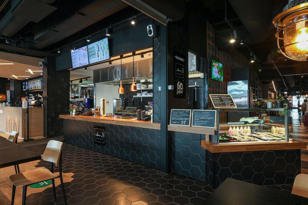 Food & Joyn Döner26 ja salaattibaari GreenBar avautuvat vierekkäin torin puoleiseen ravintolasaliin. Ravintolan edessä on torin suuntaan avautuva terassi.