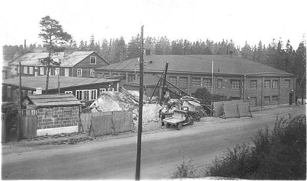 Metalliteos laajentaa toimitilojaan Elimäenkadun ja Kuortaneenkadun kulmatontilla 1930-luvun loppupuolella.